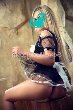 Mandarine escort girl